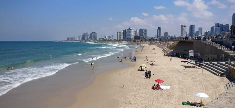 תצפית לחוף הים של תל אביב מיפו
