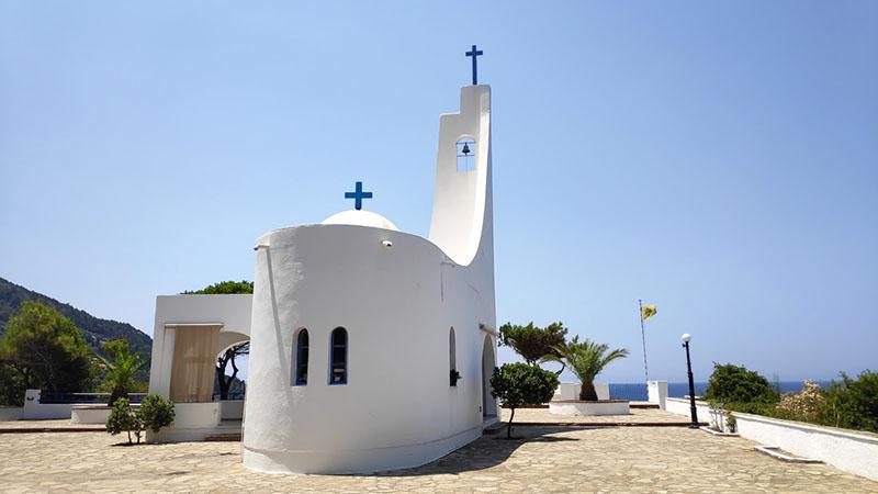 העיר קרלובאסי - כנסיה