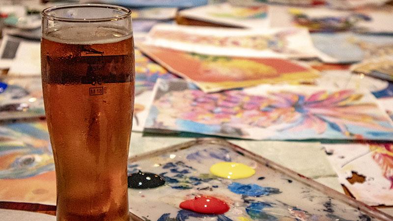 ציור ובירה באברהם הוסטל