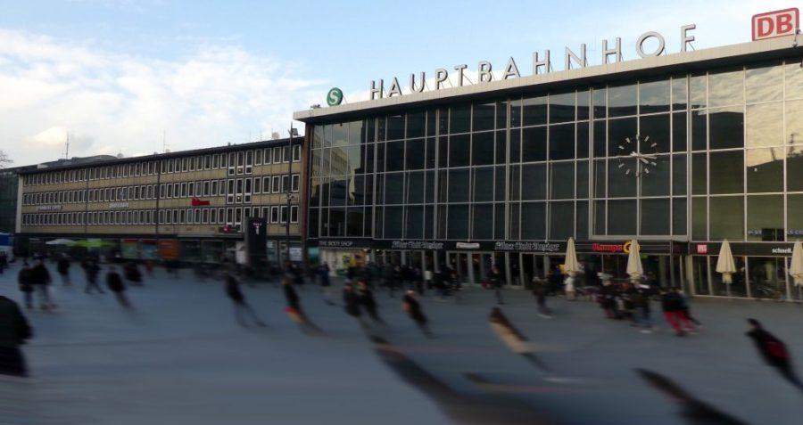 Parvis de la gare centrale de Cologne, Allemagne. La nuit du 31 décembre 2015, cette place est le théâtre de centaines d'agressions sexuelles.