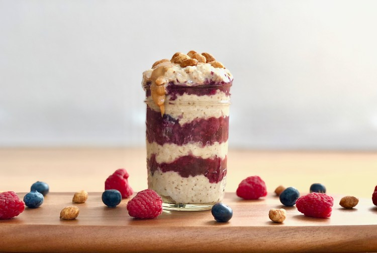 Trying to figure out what to eat for breakfast in the morning? This Peanut Butter and Berry Jam Overnight Oats makes a delicious on-the-go breakfast. Plus, it's packed with protein and contains no added sugar! #mealprep #noaddedsugar #healthybreakfast #CheerfulChoices