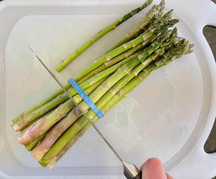 Cutting asparagus ends
