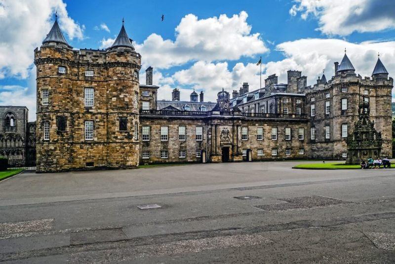 Holyrood Palace in Edinburgh Itinerary