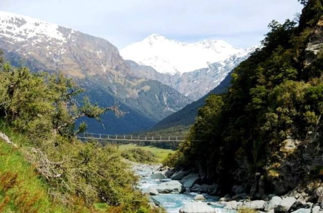 Wanaka Itinerary - Hike towards Mount Aspiring National Park