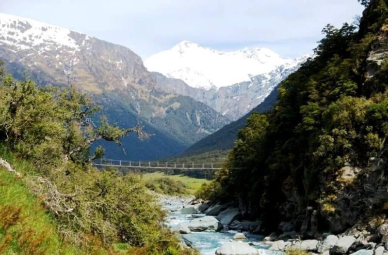 Wanaka Itinerary - Hike towards Mount Aspiring National Park