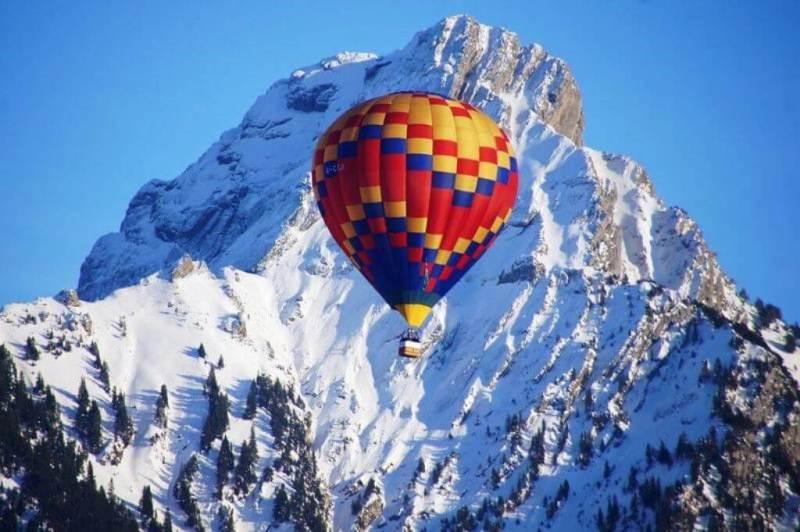 Hot air balloon Château d'Oex