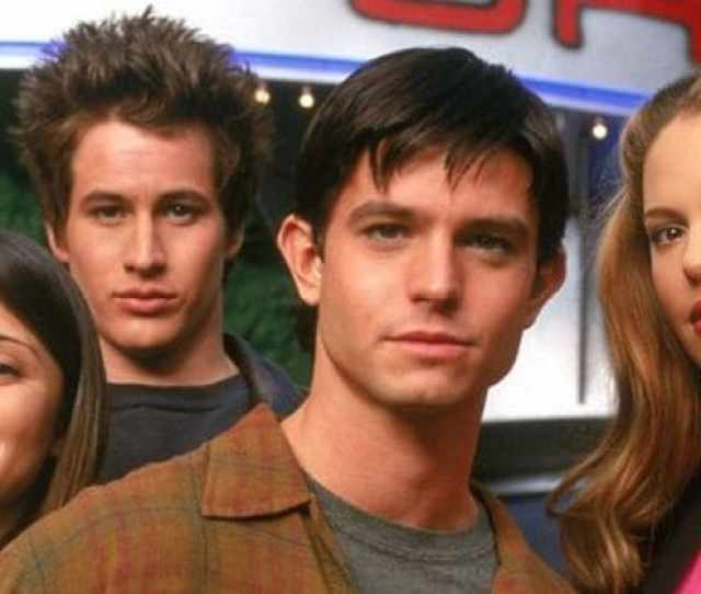 Ahead Of Roswell New Mexico We Take A Look At Where The Original Roswell Cast Is Now