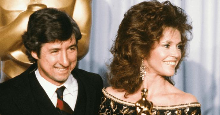 'El juicio de los 7 de Chicago': Tom Hayden tuvo un romance de 17 años con Jane Fonda antes de conocer a Barbara Williams