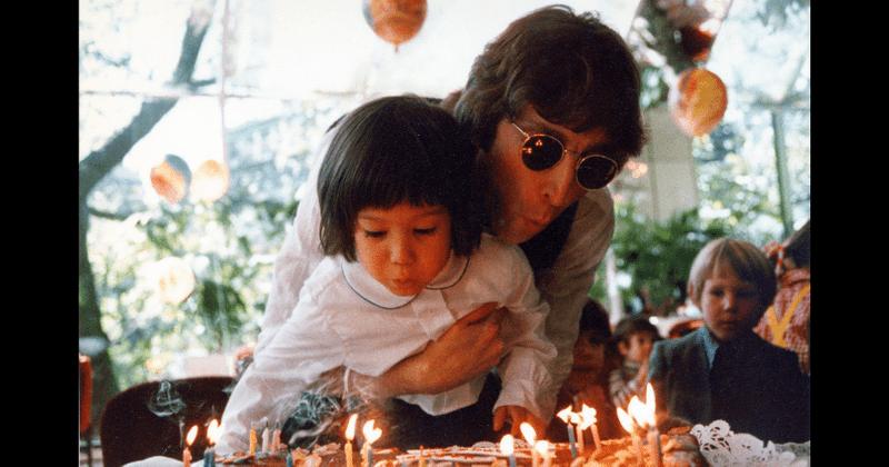 ¿Qué edad tenía Sean Lennon cuando le dispararon a John?  La leyenda de los Beatles comparte cumpleaños con su hijo