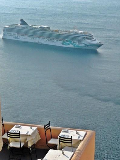 Die Norwegian Jade vor dem Umbau in Santorini