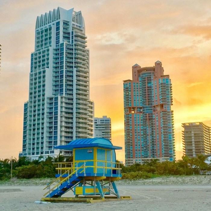 Schöne Sonnenuntergangsstimmung in Miami, den Ausgangshafen der Carnival Victory