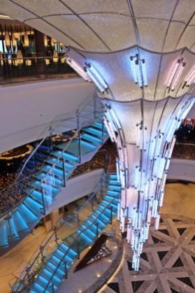 Beeindruckendes Atrium im 678 Ocean Place