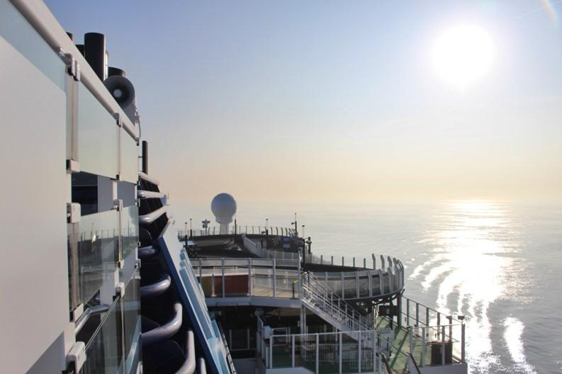 Sonnenaufgang über Norwegian Bliss
