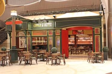 Bar auf der Royal Promenade