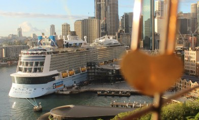 Die Ovation of the Seas am Overseas Passenger Cruise Terminal