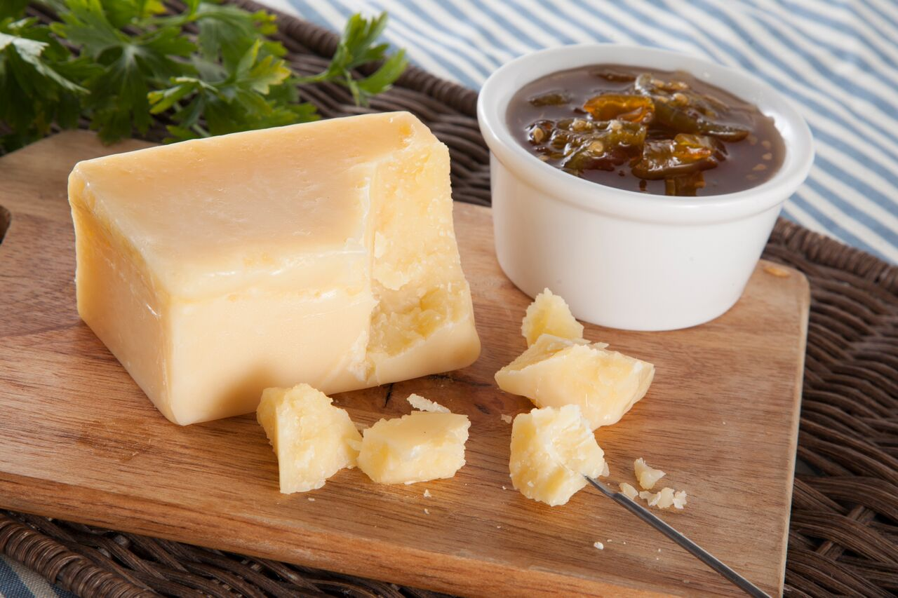 Твердый швейцарский сыр