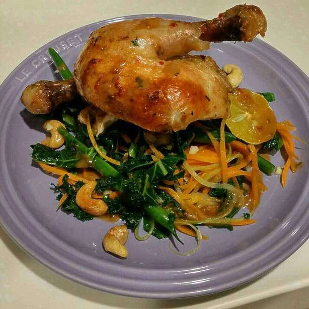 慢煮洋芫茜辣椒全雞, 配羽衣甘藍, 甜豆