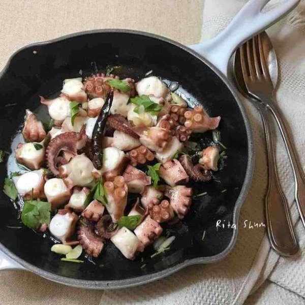 橄欖油蒜片八爪魚