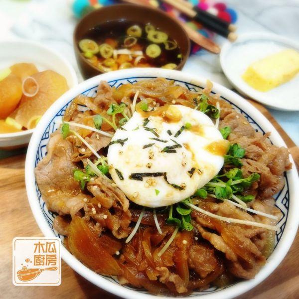 日式牛肉飯 (配水波蛋)