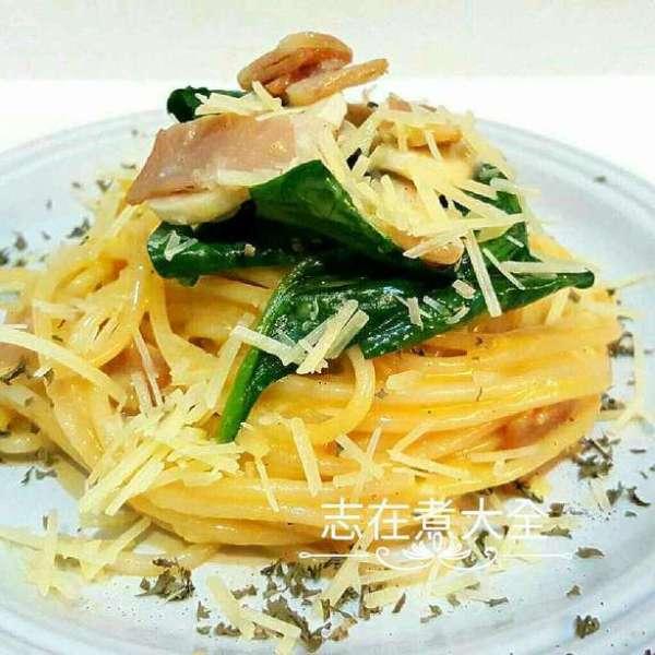 芝味卡邦尼菠菜磨菇意粉