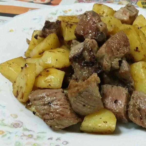 黑椒薯仔牛柳粒