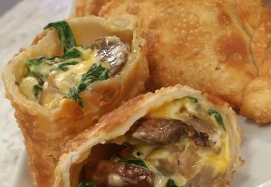 Empanadillas de salchicha italiana, espinaca y queso