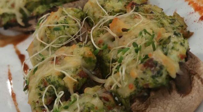 Setas rellenas de chorizo, brócolis y queso (VIDEO)