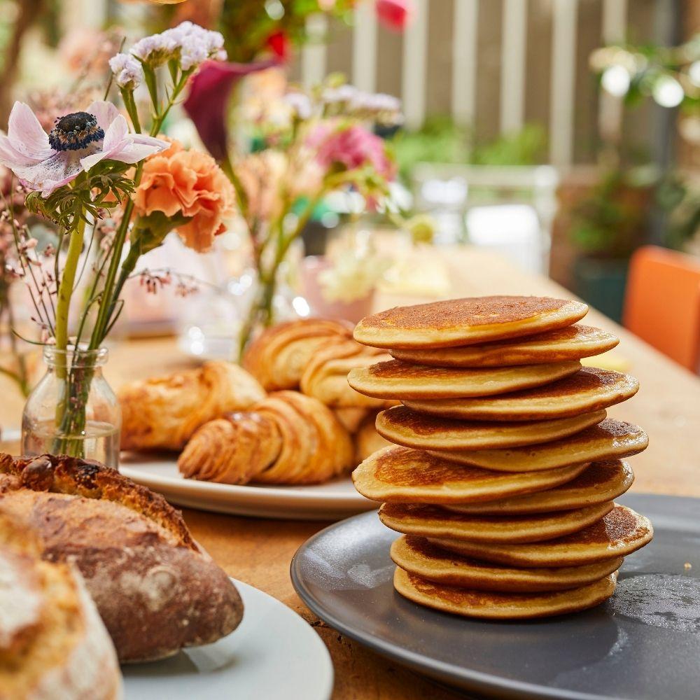 buffet de viennoiseries pour un petit déjeuner gourmand