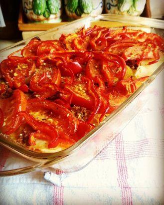 Ground beef, tomato, potato & bell pepper casserole