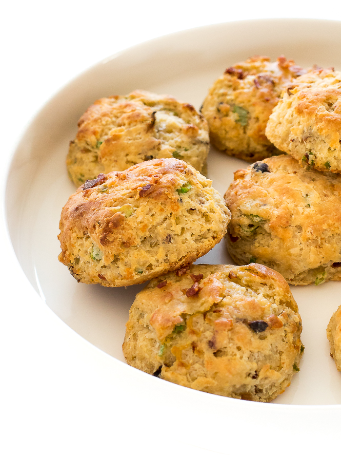 Bacon Cheddar Biscuits | chefsavvy.com