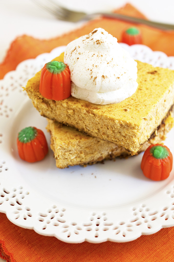 Pumpkin Cheesecake Bars | chefsavvy.com