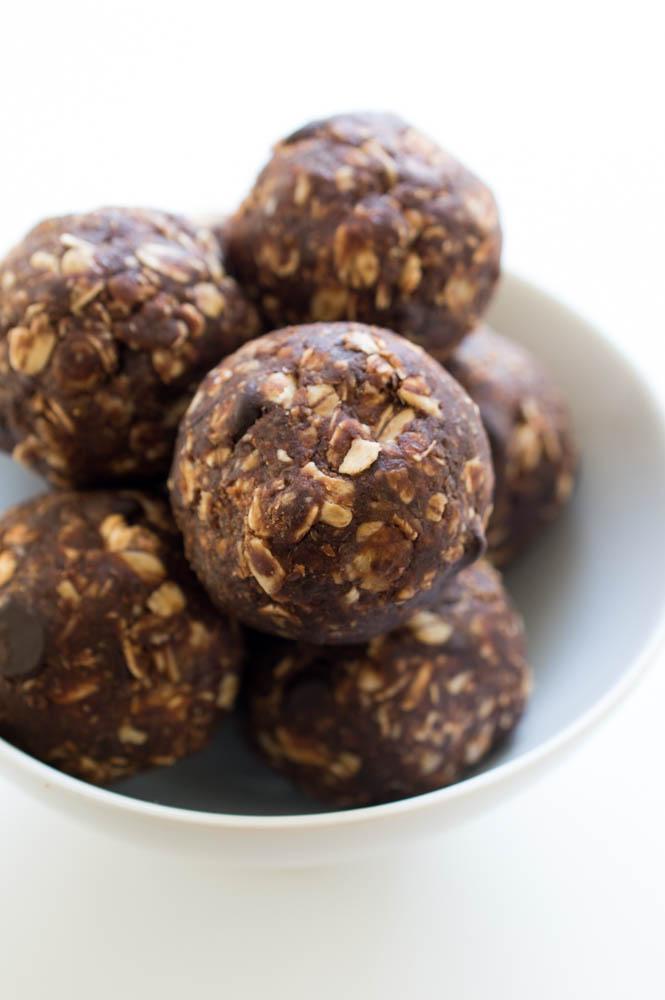 Easy Chocolate Energy Bites | chefsavvy.com