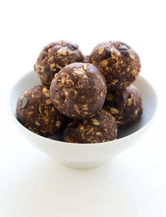 Chocolate Protein Bites | chefsavvy.com