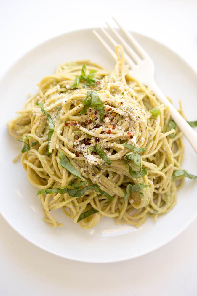 15 Minute Creamy Avocado Pasta | chefsavvy.com #recipe #pasta #avocado #lemon