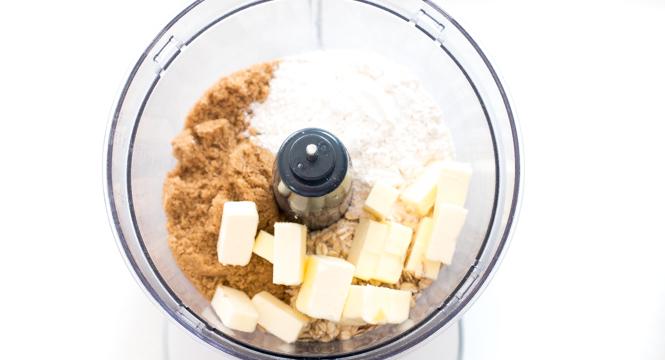 Easy Apple Crisp Recipe   chefsavvy.com