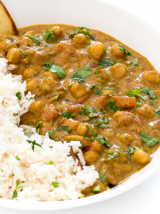 Easy Chickpea Curry | chefsavvy.com