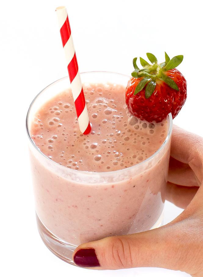 How To Make a Strawberry Banana Smoothie Recipe | chefsavvy.com