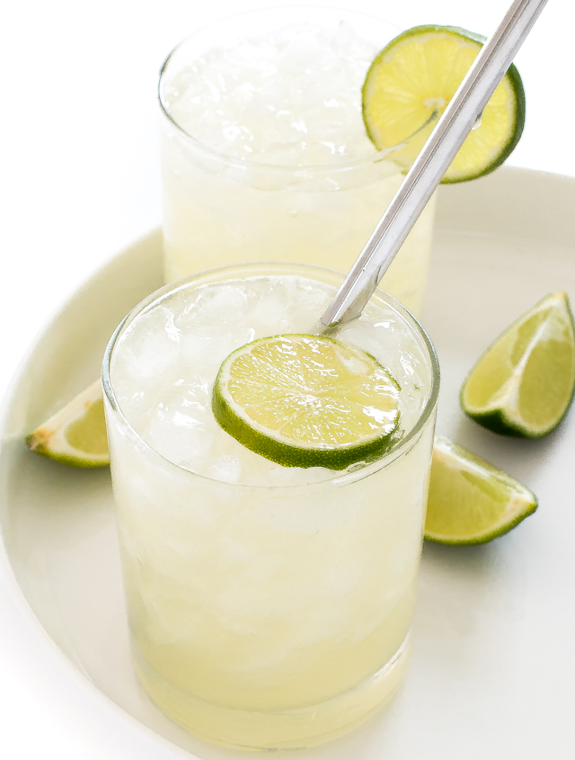 Side angle shot of margarita with lime slices inside glass