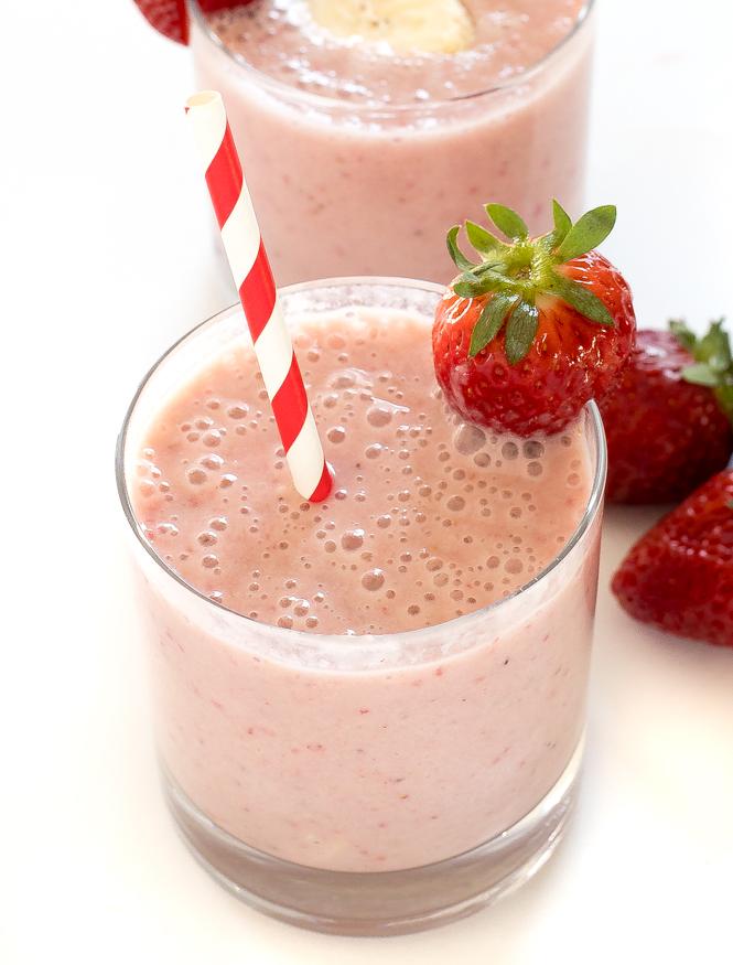 Healthy Strawberry Banana Smoothie | chefsavvy.com