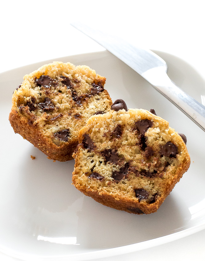 Super Easy Chocolate Chip Muffin | chefsavvy.com