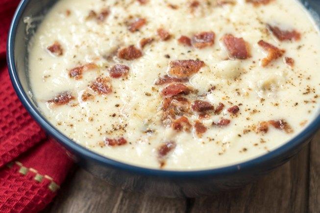 Creamy Garlic Cauliflower Soup
