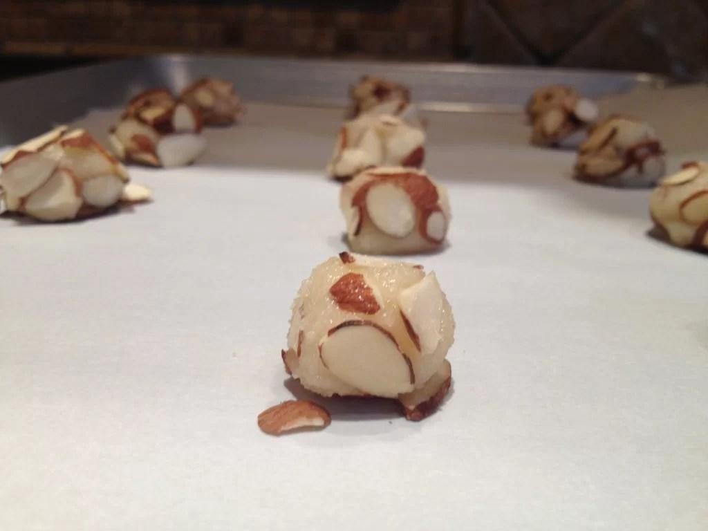 Italian Almond Cookie Balls