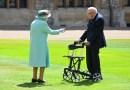 Королева Елизавета II произвела в рыцари 100-летнего ветерана за помощь врачам