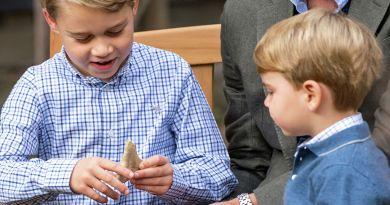 На Мальте возмутились, что сын принца Уильяма играет с древним артефактом