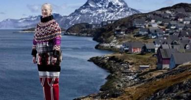 Королева Маргрете II в традиционном костюме из Гренландии