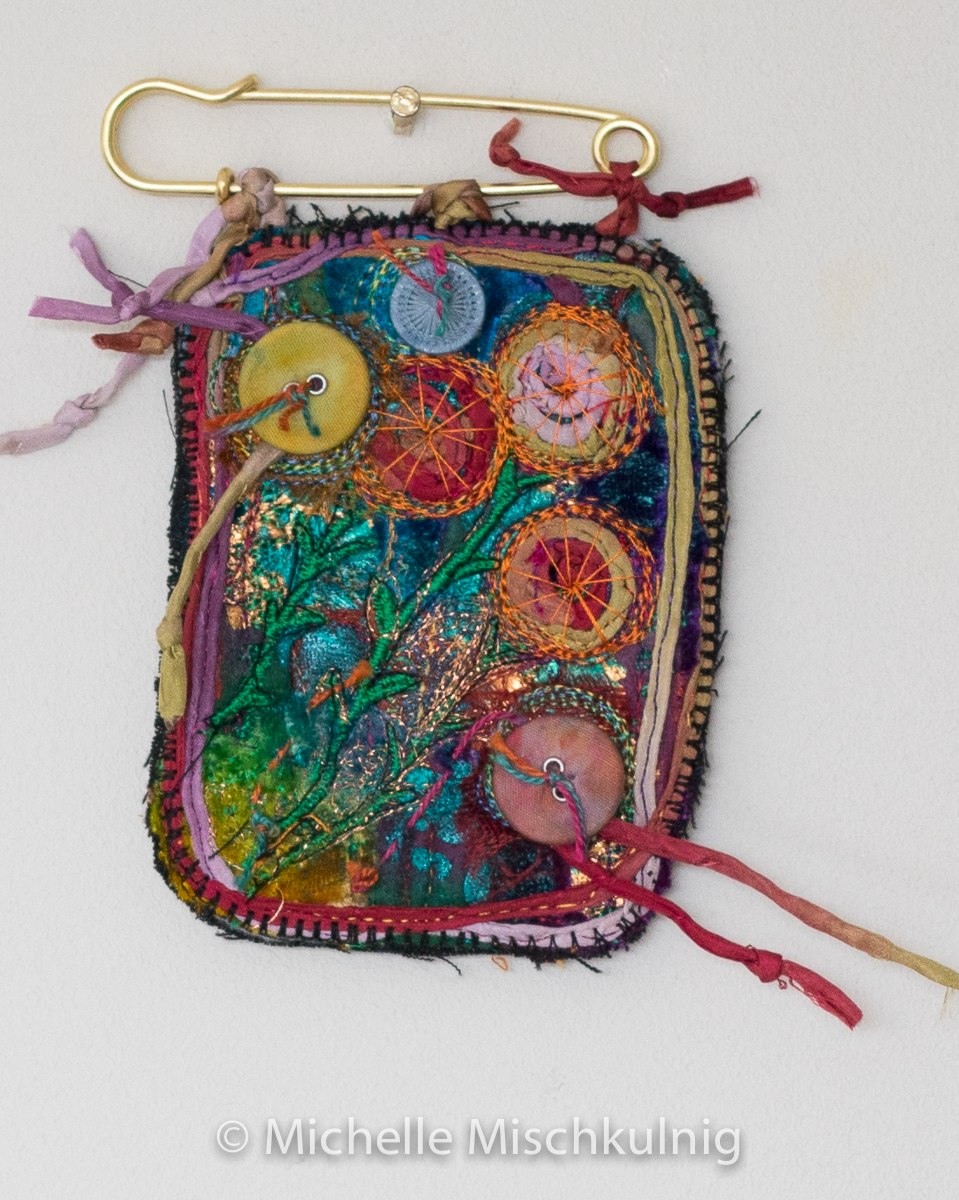 Brooch ? small art work ? a group? rich jewels ?