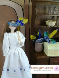 Please click on the caption below the image to find the pattern and tutorial video for making a fashion doll Mardi Gras style mask that will fit lots of dolls like Bratz, Momoko, Barbie dolls, and many other fashion dolls.