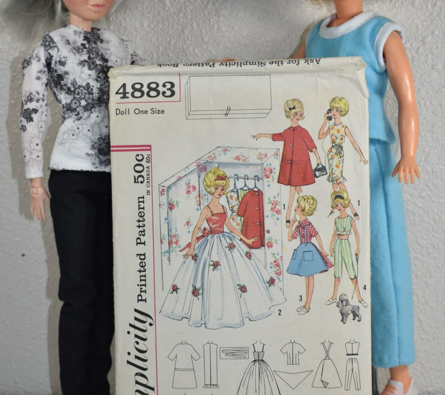 The image shows a Tammy doll (from Ideal Toy Corp) together with a Spin Master Liv doll holding up a vintage Simplicity pattern for making Tammy doll clothes. This photo illustration is used for a display on ChellyWood.com, where the exact sewing measurements for the vintage Tammy doll are given.
