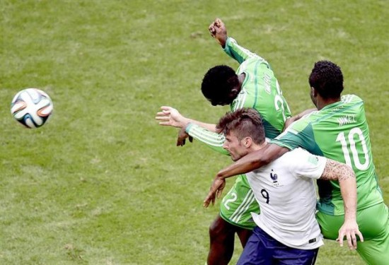 Omeruo e Mikel fazem boa Copa, mesmo impressionar (Foto: yahoo.com)