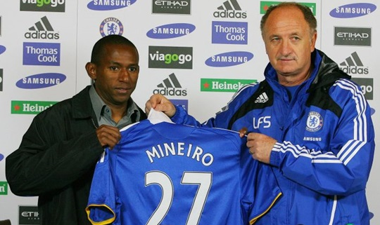 Mineiro foi o pior brasileiro do Chelsea (Foto: Carl de Souza/AFP)